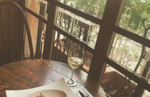パスタと白ワイン